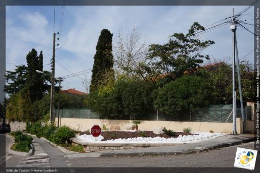 Jardinières Route de la Garde