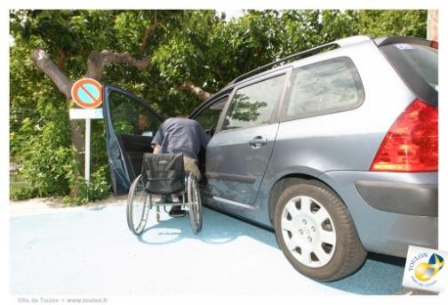 emplacements réservés aux personnes en situation de handicap
